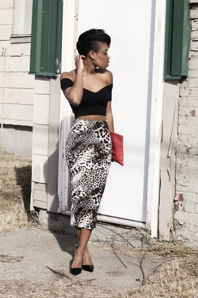 leopard-print-skirt-off-the-shoulder-crop-top-theyskens-theory-heels-red-vintage-leather-clutch_6987